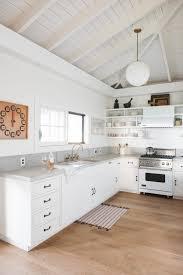 Modern White Kitchen Design 25 Best Ideas About Modern White Kitchens On Pinterest White