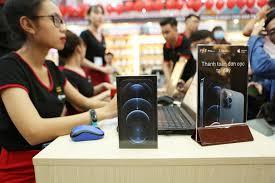 FPT Shop mở bán iPhone 12 Series tại Việt Nam: Siêu xe BMW i8 đưa khách về  nhà