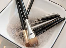 remes how to clean makeup brushes at home