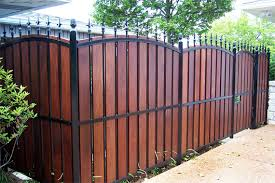 Delighful Vinyl Privacy Fence Ideas Fencing A Guide To The Inspiration Decorating