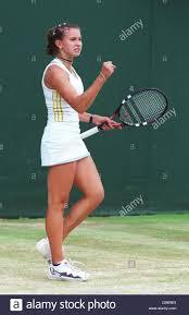 Tennis - Wimbledon Championships - Junior-Mädchen-Einzel - Finale - Iroda  Tulyaganova V L. Krasnoroutskai Stockfotografie - Alamy