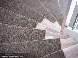 Kinder verbringen gerade in den ersten jahren eine menge zeit auf dem fußboden, um erste krabbel teppiche verschönern jeden wohnbereich und schaffen dabei eine gemütliche atmosphäre, in welcher man sich einfach nur wohlfühlen kann. Einen Teppich Auf Der Treppe Verlegen Neue Optik Den Wohnraum