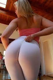 Big booty in yoga pants anal
