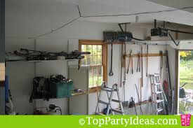 Halloween Garage Makeover - Form a wire frame around the perimeter of the  garage