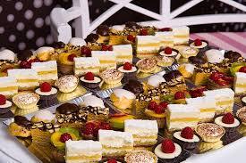 Cake Expert - Platouri de prajituri asortate pentru orice... | Facebook