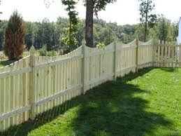 Hal Co Scalloped Wooden Picket Fence at Manassas, VA Home