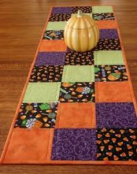 helloween table runners | Halloween table runner | crafts ... & Id love to make a full on quilt for each season. A spring, Summer,  Fall/Halloween, and Winter/Christmas. Quilted Halloween Table Runner X 40  Add lots of ... Adamdwight.com