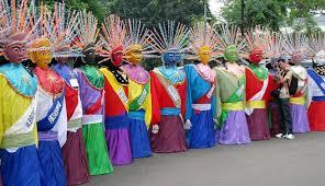 Ornament khas dari suku betawi ini sangat unik dan berbeda dengan rumah adat lainnya. Kebudayaan Dki Jakarta Rumah Pakaian Kesenian Lengkap Imujio