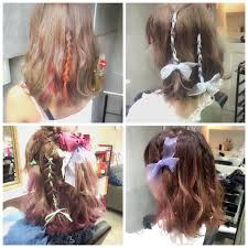 編み込みリボンでガーリーなヘアスタイルにアレンジ方法とヘアカタログ