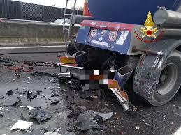 Incidente a Padova nell'autostrada A4, muore schiacciata da ...