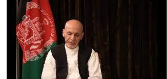 شاهد الرئيس الأفغاني يظهر لأول مره بعد هروبه ويوضح حقيقة أخذه أموال قبل  سفره-