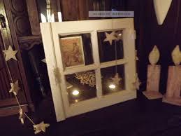 Weihnachtlich Dekoriertes Fenster Fensterladen Bastelideen In Altes