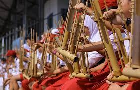 Dimana edmodo.id akan membahas materi dengan tema mengenai pengertian alat musik harmonis yang berdasarkan pengertian, jenis, fungsi dan gambar. 18 Contoh Alat Musik Harmonis Tambah Pinter