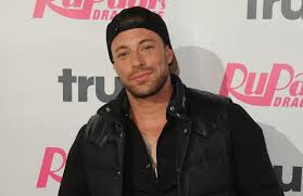 Keep up to date with what duncan is up to www.twitter.com/mrduncanjames www.twitter.com/officialblue www.officialblue.com. Duncan James Blue Never Row The List
