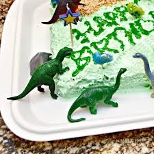 what a cute and super easy idea for a dinosaur birthday cake my child would