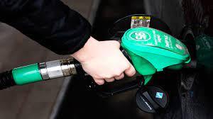 المغاربة يضغطون لخفض أسعار البنزين والسولار
