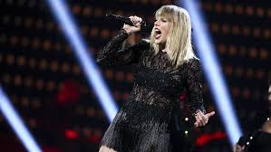 Watch Taylor Swift Give Surprise Performance In Nashville
