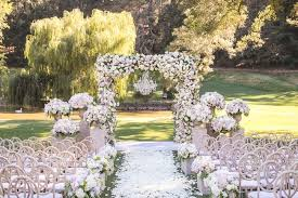 7 ideas for your outdoor wedding arch