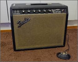 the unique guitar blog the fender princeton amplifer the chasis design was similar to the previous model the addition of a reverb potentiometer the circuit was obviously