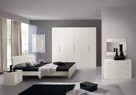 Camere Da Letto Moderne Uomo : Camera da letto completa moderna krea camere moderne