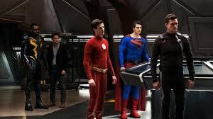 The CW rimanderà in onda Crisi sulle Terre Infinite a causa dello stop per  Coronavirus