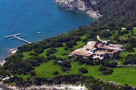 Per gli spagnoli Villa Certosa è in vendita. Berlusconi smentisce