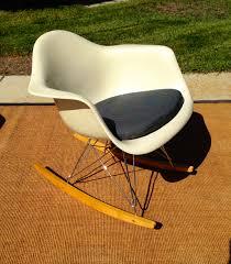 knoll eames chair.