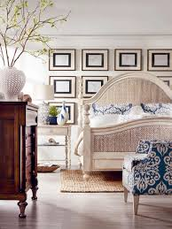 make a gallery wall behind the bed for a focal point