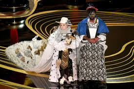 Costume Design Oscar 2019 Melissa Mccarthy And Brian Tyree Henry Sport Rabbit Gown At
