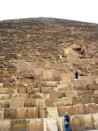the great pyramids of giza article khan academy view up the side of khufu s pyramid showing scale of the core blocks photo amy calvert