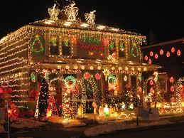 Hanging Icicle Lights On House Lights House With Christmas Lights To Music Christmas