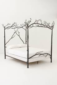 Unique Canopy Bed Frame With Tree Branch Design