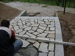 Облицоване на комин с камъни. Lepene Na Nastilka Ot Plochi Estestven Kamk Valmarg Stoun