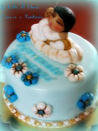 Sponge cake al cioccolato con decorazioni stile thun
