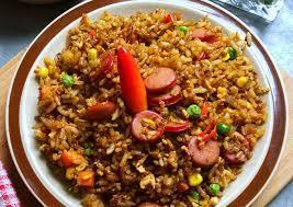 Yups, salah satu menu sarapan favorit masyarakat indonesia selain lezat, cara masak nasi goreng sosis juga sangat praktis. Resep Nasi Goreng Sosis Oleh Nur Aini Kaan Cookpad