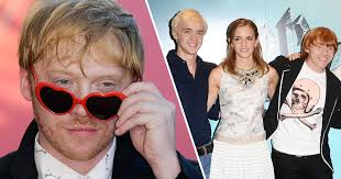 There are many friendships that have stayed strong after the films' conclusion, including the one between hermione's emma watson and draco's tom felton. Rupert Grint Saw Sparks Between Emma Watson And Tom Felton During Harry Potter Filming Unilad