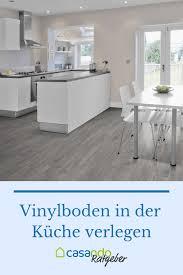 Vinyl mit trägerschicht auf fußbodenheizung verlegen. Vinylboden In Feuchtraumen Casando Ratgeber Vinylboden Vinylboden Kuche Grauer Vinylboden