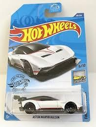 Nous vous laissons apprécier le spectacle ! Contemporary Manufacture Hot Wheels Aston Martin Vulcan White And Bugatti Chiron Black 1 64 Toys Hobbies