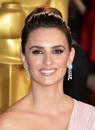 get the look penelope cruz s sultry siren vibe at the 2016 os