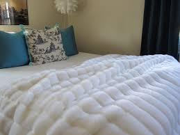 Faux Fur Blanket Queen | HomesFeed & White Modern Faux Fur Blanket Queen On Bed Adamdwight.com