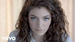 Lorde - Royals (US Version) - YouTube