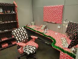 Decorating your office for christmas Cubicle Decorating christmas office decoration ideas When Your Spouse Works In The Same Office Detectview 60 Gorgeous Office Christmas Decorating Ideas u003e Detectview