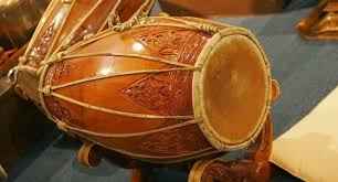 Irama musik umumnya lembut dan mencerminkan keselarasan hidup, sebagaimana prinsip hidup yang dianut pada umumnya oleh masyarakat jawa. 14 Alat Musik Tradisional Jawa Tengah Gambar Dan Penjelasannya Silontong