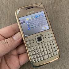 Giá bán NOKIA E72 - Điện thoại cổ cho Doanh Nhân.