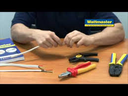 How to use a Professional Ratchet <b>Crimping Tool</b> - YouTube