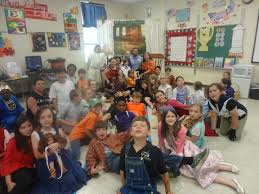 this year s third grade book day 2018 now this is a bunch of
