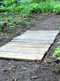 easy wood pallet garden walkway the homespun hydrangea wooden walkways for garden uses for pallets wooden walkways ideas