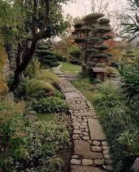 Interesting path of stones and irregular paver. We could use a mix of  bluestone cobble and tumbled irregular shape. | Greenbank Gardens |  Pinterest | Paths, ...
