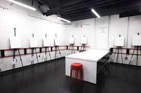 similar to a gym artjamz provides customers with all of the equipment necessary including paint paint brushes canvases and glitter