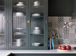 5 ways to bring the reeded glass trend